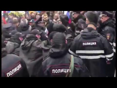 Драка армян и азеров на параде в Москве