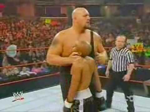 Cứ nghĩ WWE chỉ là giả tạo... cho đến khi coi được clip rợn người này... Trọng tài tè ra quần nữa là...  :o :( - Chất VL