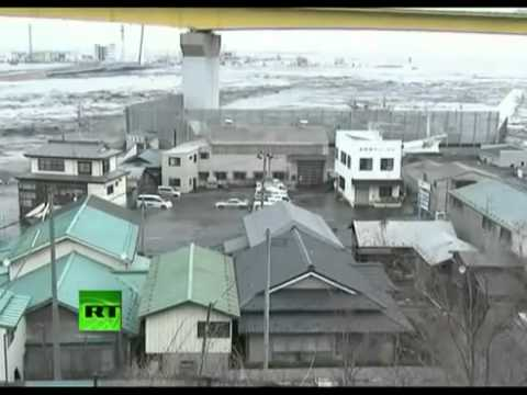 Latest Video Earthquake and tsunami smashing ships homes cars...