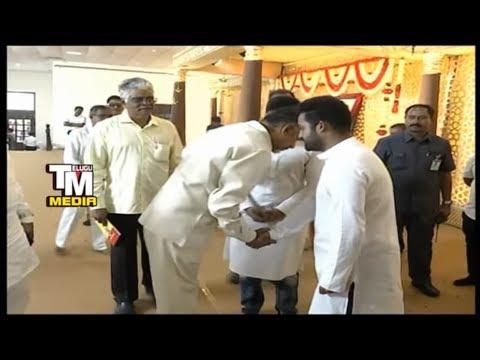 జూనియర్ ఎన్టీఆర్ తో చంద్రబాబు Chandrababu ,NTR And Kalyanram At Harikrishna Pedda Karma
