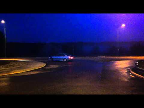 Bmw 328 drifting in a roundabout ( Without LSD )