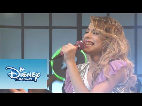 Qué sucede del otro lado de la cámara? ¡Mira! Sitio oficial de Disney Channel: http://www.disneylatino.com/disneychannel/ Síguenos en Facebook: http://www.f...