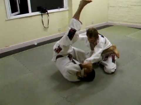 Brazilian Jiu-Jitsu / Triangle from north south position