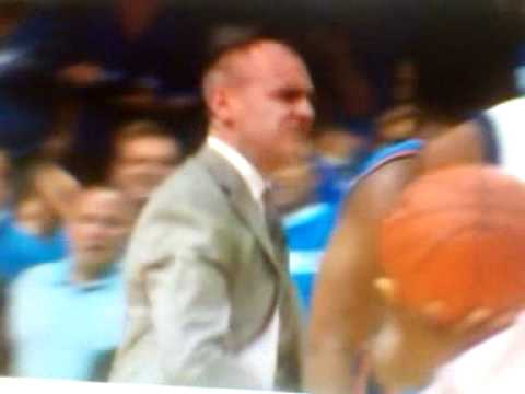 Mavs coach Rick Carlisle loses it over non-call