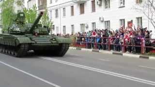 День Победы 9 мая г. Самара 2015 г. Проход военной техники по улице.