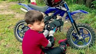 Pretend play - Kids Cross BIKE broke down! Mom help repair spare part. Den fix and ride on quad bike