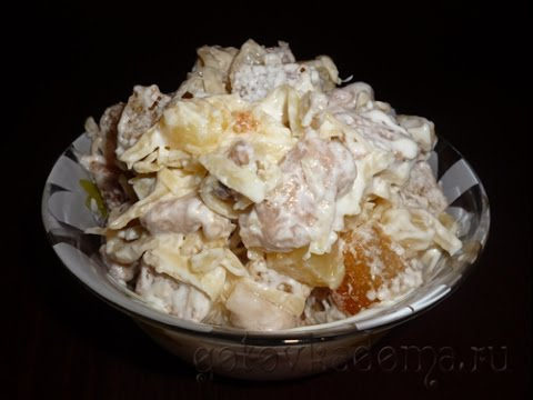 Рецепт салата с курицей, ананасами, сыром и сухариками