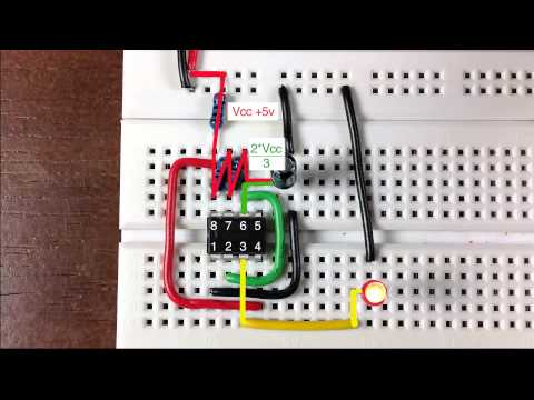 How a 555 timer functions as an oscillator