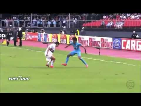 Amazing Neymar goals and skills 2013