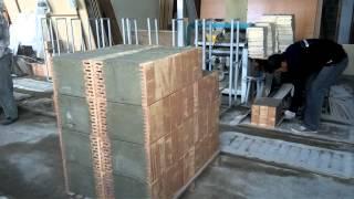 Распалубка пенобетонных блоков с кирипичом