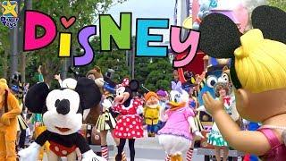 Boneca de desenho infantil   Diversão na Disney