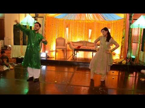DILLI WALI GIRLFRIEND: FIRST MEHNDI DANCE OF 2014
