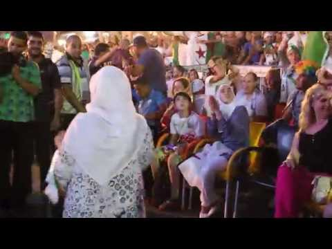 Joie des supporters, Algérie-Russie. Grande Poste, Alger.