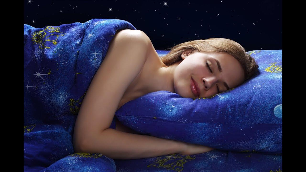 Спящая девушка дома 7 фотография