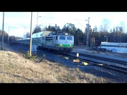 Finnish InterCity train 951 is pulled by Sr1- 3084 soviet locomotive !!