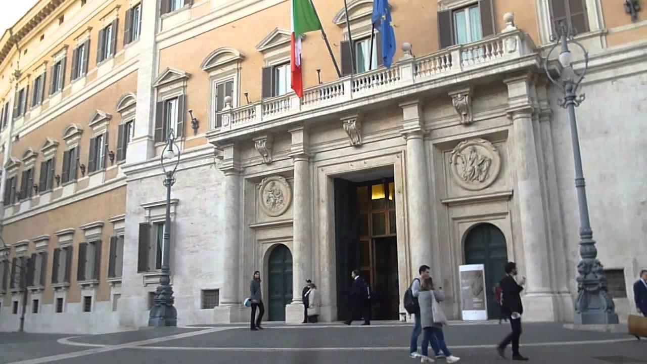 Palazzo montecitorio a roma sede camera dei deputati for Tv camera deputati