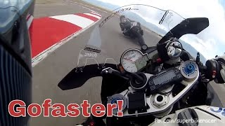 BMW S1000RR Pilot vs GSXR1000 Superbike