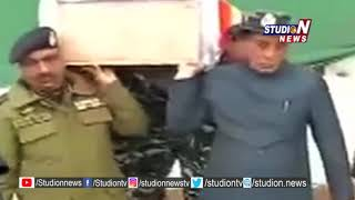 Rajnath Singh Helps in Carry Coffin of Jawan Died in Pulwama Attack