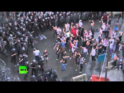 Police violently disperse trash protest in Beirut with water cannons, tear gas