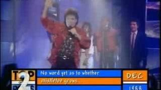 Watch Cliff Richard Mistletoe & Wine video