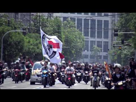 Delivery workers strike in Greece & hold a protest ride through Athens
