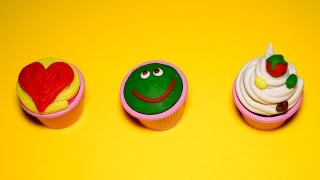 Make 3 little cute and delicious cupcakes  from Play Doh