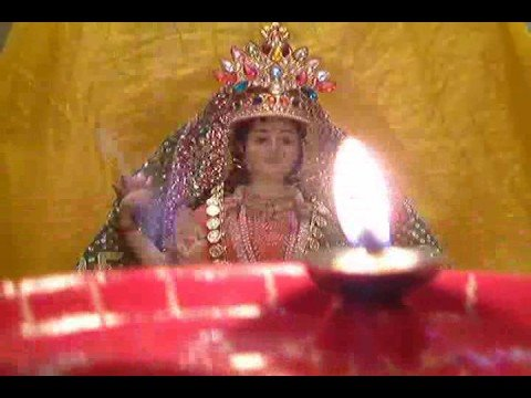 Aarti - Maha Laxmi Maa Diwali Aarti (with Real Aarti Flame) video