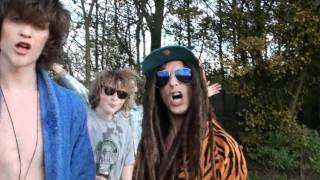 Waardeloos - At Die Shit (officiële filmpje)