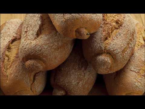 http://www.carlsiegert.com Een impressie van de bedrijfsfilm: Carl Siegert bakkers sinds 1891. In het kort de historie van de familie Siegert , een familie v...
