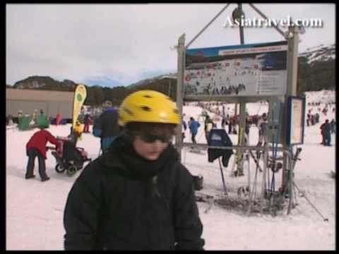 Snow Boarding in Lake Crakenback Resort by Asiatravel.com
