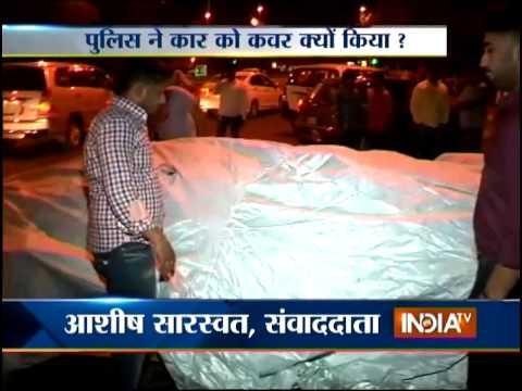 Speedy Lamborghini Rammed into the Light Pole in Delhi - India TV