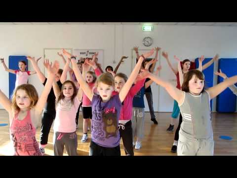 Zumba Kids Waka Waka video