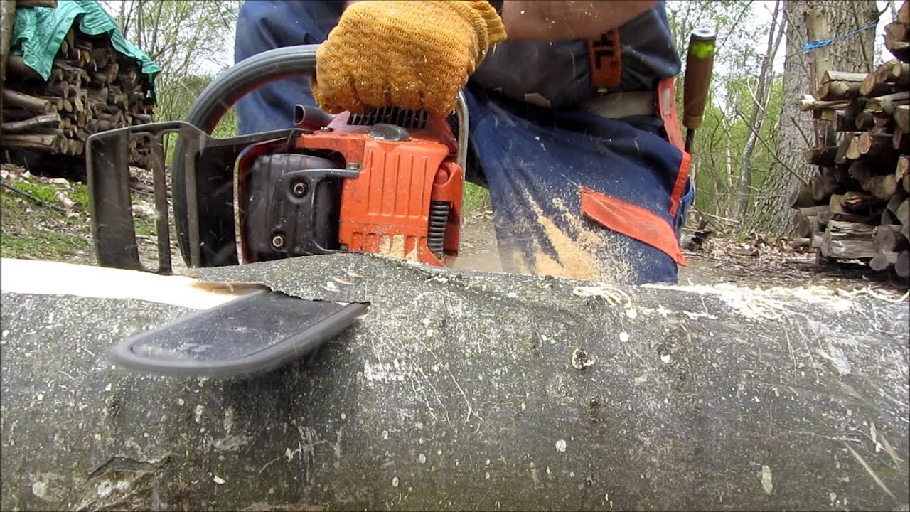 Chainsaw Sculpture Making A Bench In Under 5 Minutes