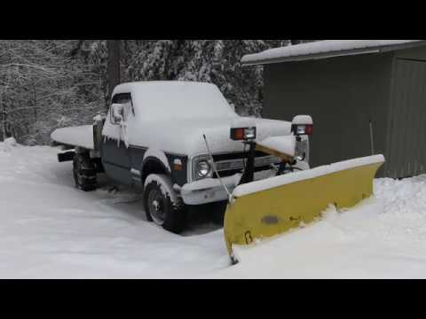 Cold Start on Christmas Day. 1970 Chevy Plow Truck