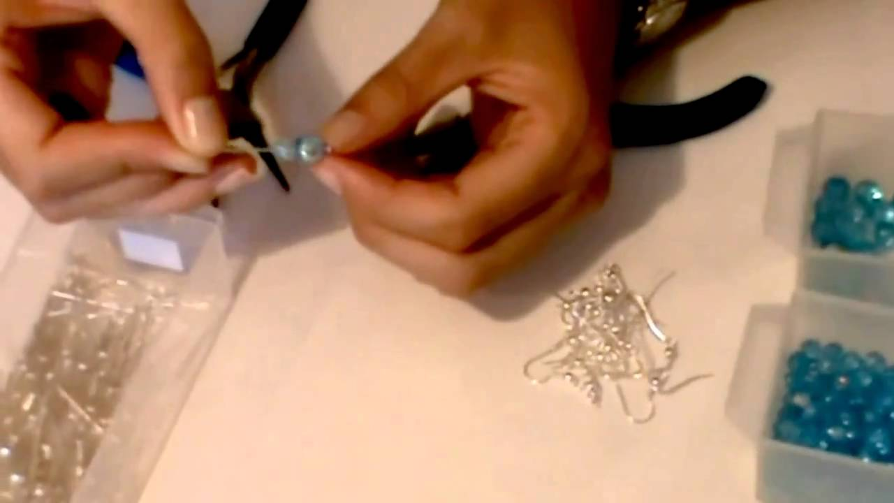 beading projects This site has over 60 free beading and jewelry making projects all for free most are beginner projects.