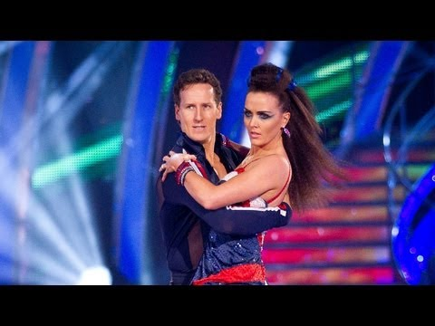 http://www.bbc.co.uk/strictly Victoria Pendleton and Brendan Cole dance the Quickstep to 'Bicycle Race'.