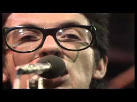 Elvis Costello & Attractions - Radio Radio
