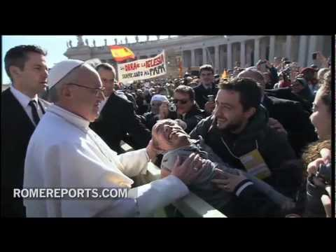 Pope descends Popemobile to bless disabled man before Inaugural Mass
