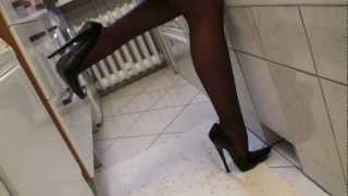 HOW TO WASH HAIR IN EXTREME STILETTO HIGH HEELS BY TAMIA