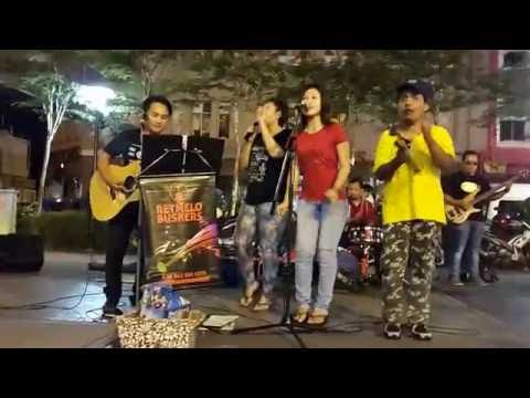 Koi Mil Gaya (Kuch Kuch Hota Hai - 1998) -retmelo Buskers Cover,nice Show From Malaysia