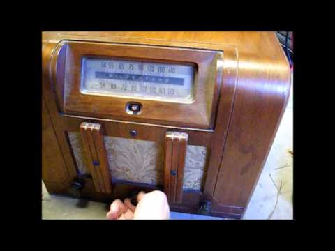 Early '40's Silvertone battery operated tube radio and battery pack