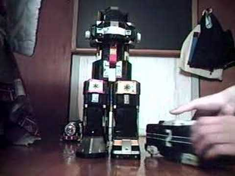 Assembling the Deluxe Supertrain Megazord