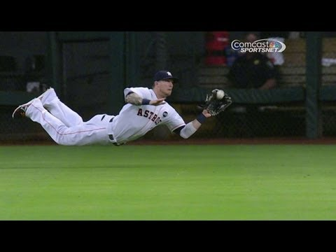 BAL@HOU: Barnes dives for an oustanding catch
