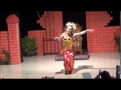 TARI PENDET Balinese dance by JULIE GAYNES