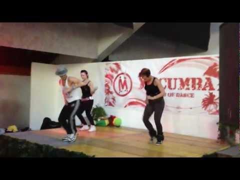 Maggie Lee e Super Tav in azione con Roberto Galasso sul palco Macumba a Udine 2012