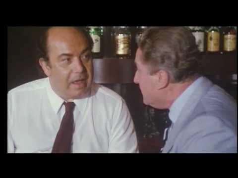 IL FILMONE sigla di FX: FENECH, BERLUSCONI, ANDREOTTI e FELLINI insieme in uno spot pubblicitario.
