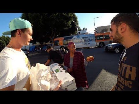 Русские кормят Американских бездомных. 17тыс бомжей в Лос-Анджелесе.