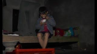 Vụ cậu bé sống 700 ngày đêm cô quạnh giữa nghĩa trang: Mẹ em đã về!