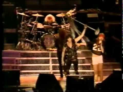 Guns N' Roses  amp  Aerosmith   Mama Kin  amp  Train Kept A Rollin'    Live In Paris 92   16 18