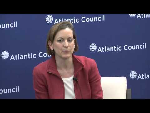 Applebaum on Putin's Need to Oppose Europe